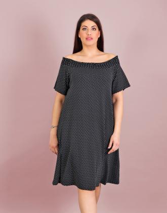 011cdf03629e Έξωμο πουά φόρεμα για μεγάλα μεγέθη με σφηκοφωλιά σε ελαστικό ζέρσεϊ.Το  μοντέλο φοράει