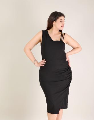 Εφαρμοστό φόρεμα για μεγάλα μεγέθη με σούρα στο πλάι σε ζέρσεϊ.Το μοντέλο  φοράει  a40ca620521
