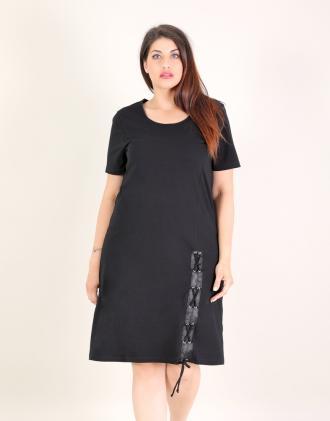 0cb5a1dd1b9a Φόρεμα για μεγάλα μεγέθη με χιαστί λεπτομέρεια σε ελαστικό ζέρσεϊ.Το  μοντέλο φοράει  XLΎψος