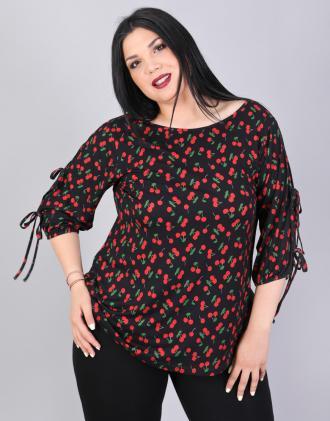 Μπλούζα για μεγάλα μεγέθη με δεσίματα στα μανίκια σε ελαστικό ζέρσεϊ ύφασμα  με τύπωμα κερασάκια. 098c3101ab9
