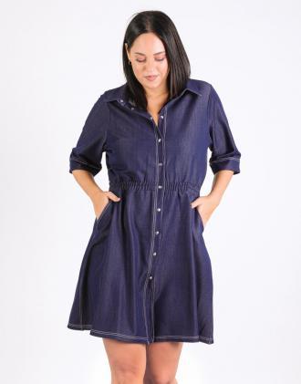 Plus Size φόρεμα κλος denim με τρουκς εμπρός, τσέπες, λάστιχο στην μέση και εξώγαζα.Το μοντέλο φοράει: XLΎψος μοντέλου: 180 cm
