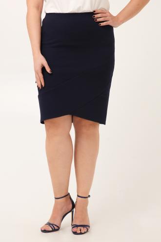 Midi ελαστική φούστα με ριμπ ύφανση βισκόζ και λάστιχο στη μέση. Στον  ποδόγυρο έχει ένα bee52c31b36