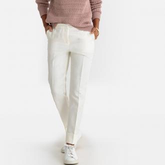 74623d2baf Δεν περνά απαρατήρητο αυτό το σιγκαρέτ παντελόνι με επιρροές από την  ανδρική γκαρνταρόμπα. Απολύτως απαραίτητο