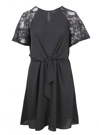 a33d58d1b2ad Μίντι φόρεμα σε μαύρο χρώμα με V λαιμόκοψη μανίκι από δαντέλα και  λεπτομέρεια κόμπου στο μπροστά