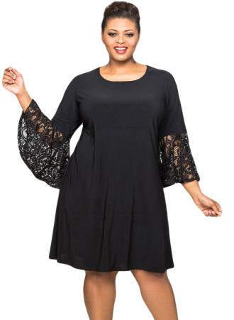 c604ab7abb1d Φόρεμα μαύρο με στρογγυλή λαιμόκοψη και μανίκια καμπάνα από δαντέλα.  Φτιαγμένο από μαλακό jersey ύφασμα