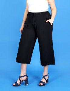 Παντελόνα με κορδόνι στη μέση.