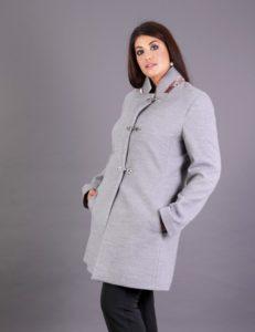 Παλτό για μεγάλα μεγέθη με όρθιο γιακά και τσέπες