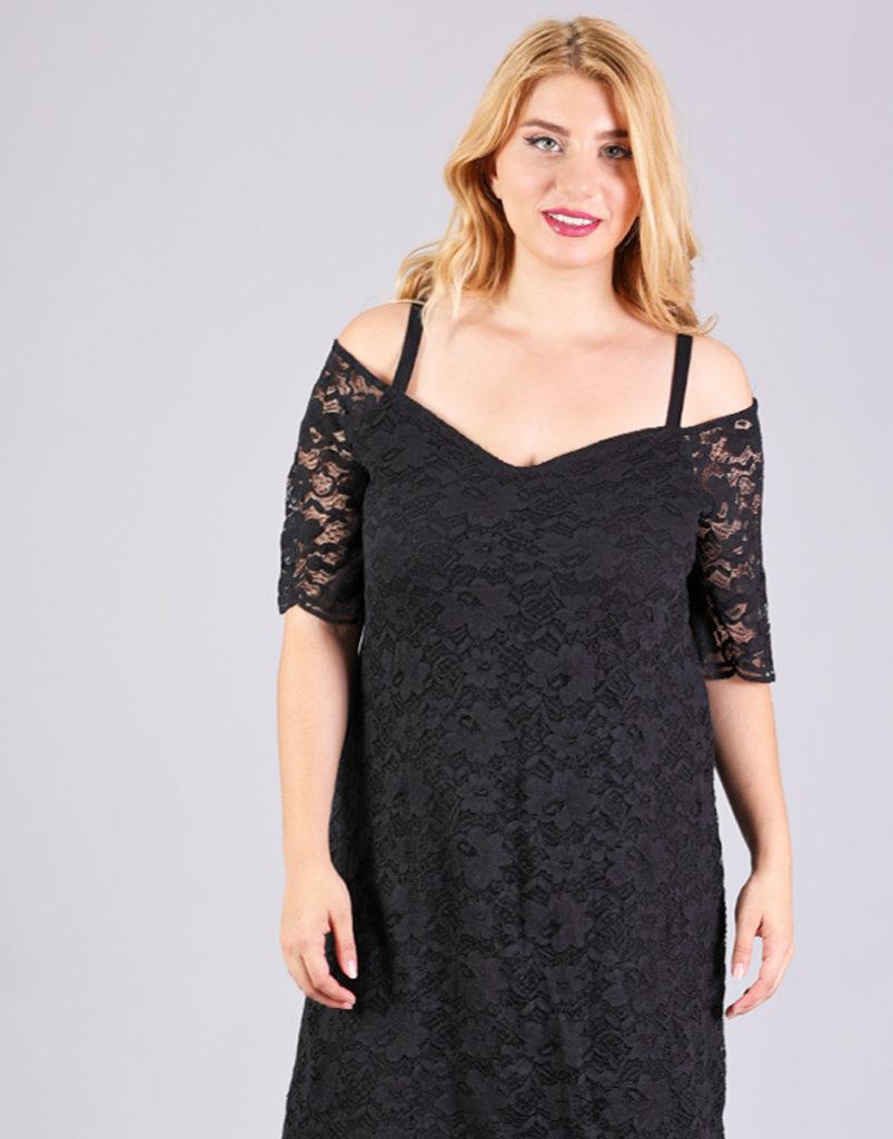 Δαντελέ έξωμο φόρεμα για μεγάλα μεγέθη με εσωτερικό φόρεμα και λαιμό σε σχήμα καρδιάς.