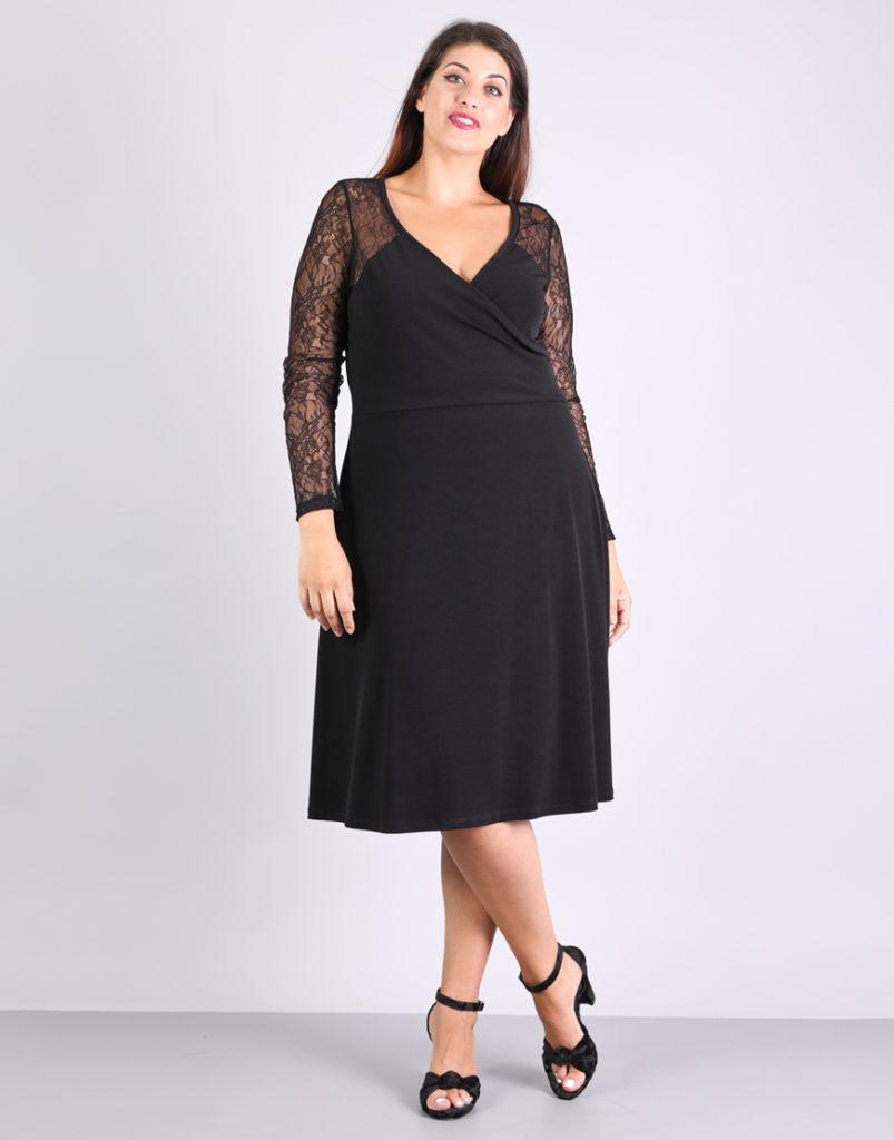 Κλος κρουαζέ φόρεμα για μεγάλα μεγέθη με δαντέλα, σε ελαστικό ζέρσεϊ ύφασμα. E-xclusive