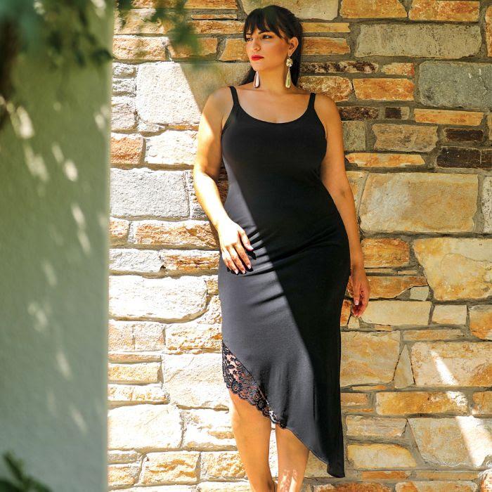 Φόρεμα με Ασύμμετρο Ποδόγυρο | 44€ από 55€